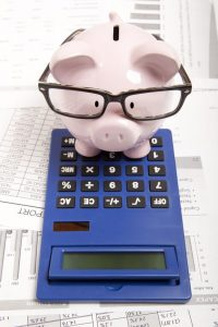 20027134 - pink piggy bank and calculator